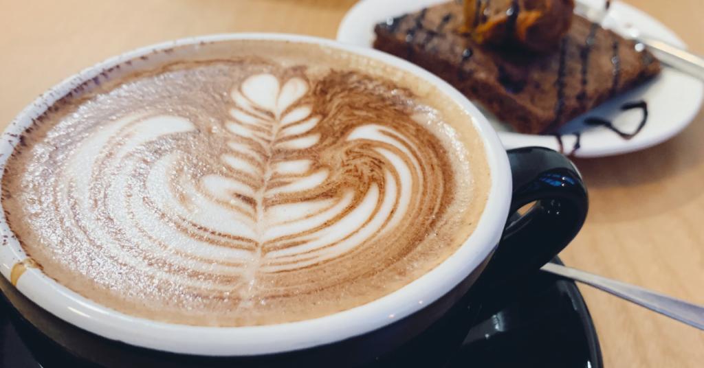 Foto probando café mocca tostado