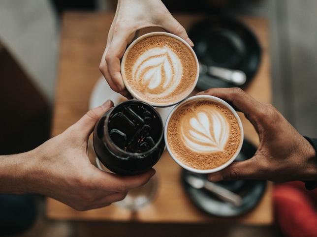 tres tazas de café descafeinado
