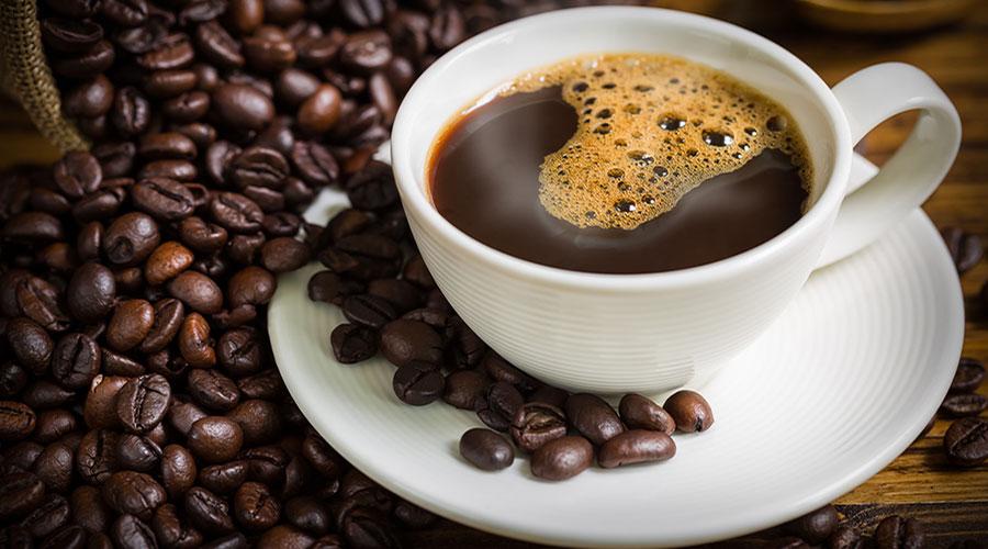 taza humeante de café