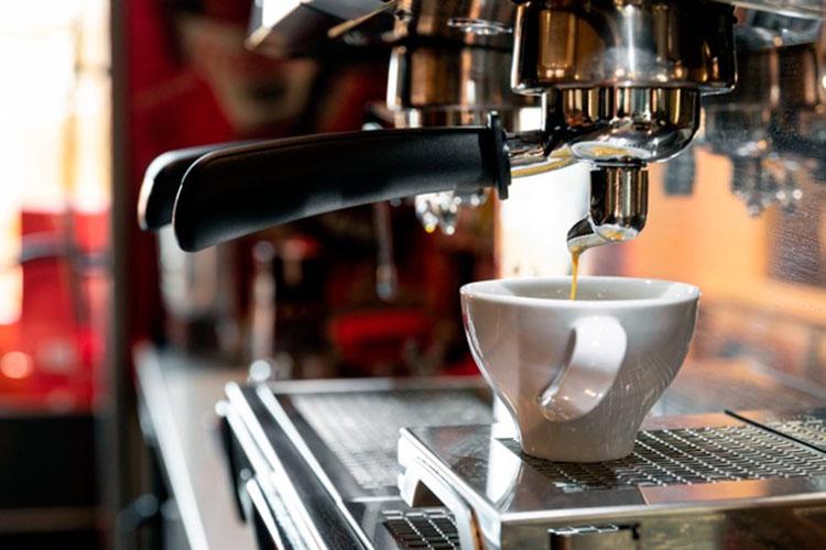Qué es un barista cafetera-profesional-cafemalist