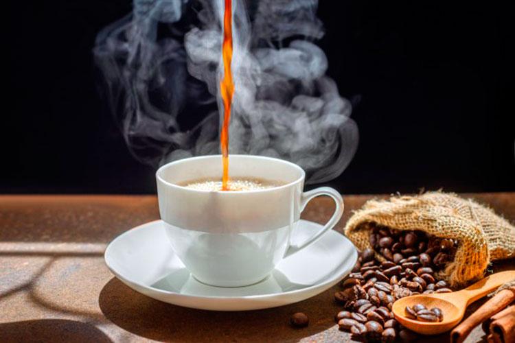 el-cafe-mas-saludable-del-mundo-cafemalist-taza-humeante